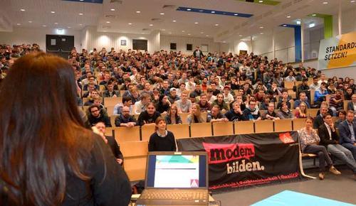 Gewerkschaftsjugend bot Berufskollegschülern Podiumsdiskussion im Superwahljahr