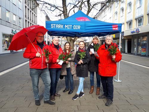 DGB-Infostand zum Internationalen Frauentag in der Siegener Innenstadt