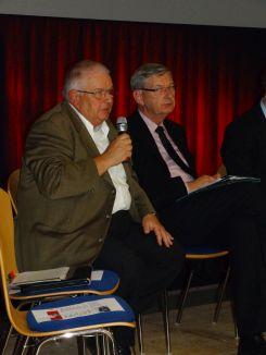 Wolfgang Zeh, DGB-Kreisverbandsvorsitzender bei eine Diskussionsveranstaltung der Caritas